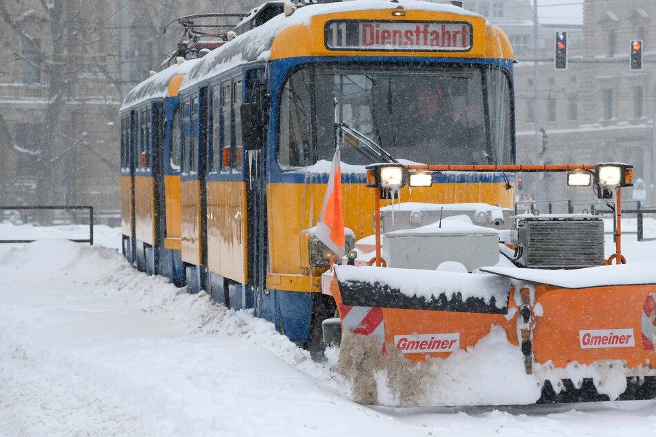 Leipzig versinkt im Schnee: LVB peilen Notbetrieb am Dienstag an, Normalität fast ausgeschlossen