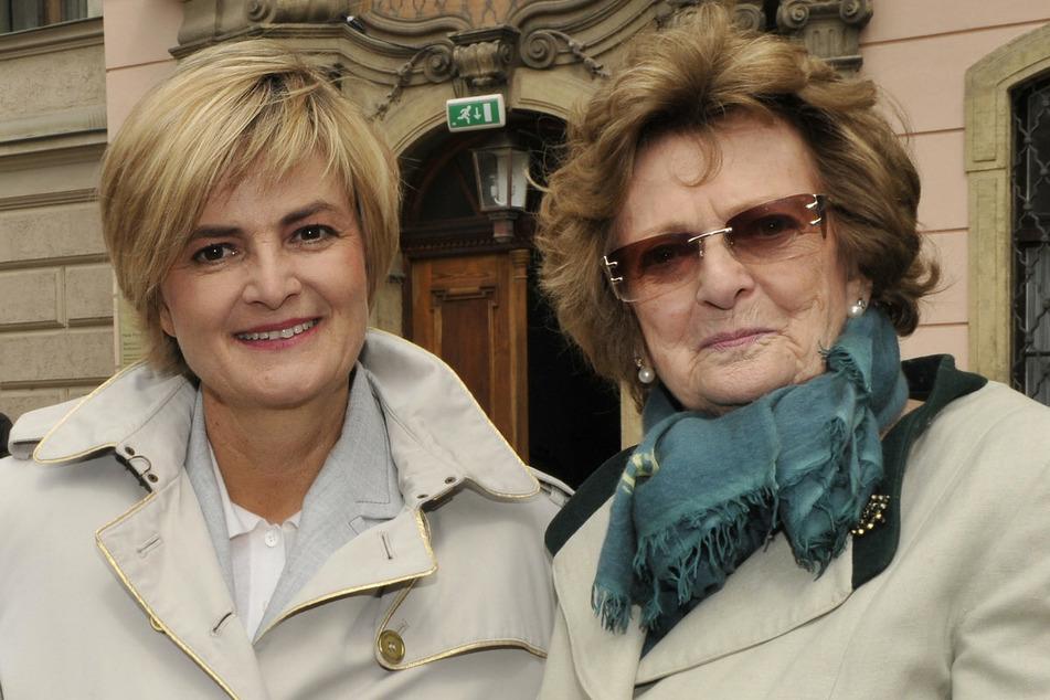 Beatrix Gräfin von Schönburg-Glauchau (r.), die Mutter von Gloria von Thurn und Taxis (61), ist mit 91 Jahren gestorben. (Archivbild)