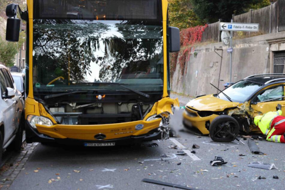 Heftiger Unfall auf der Pillnitzer Landstraße: Kia kracht mit Bus zusammen!