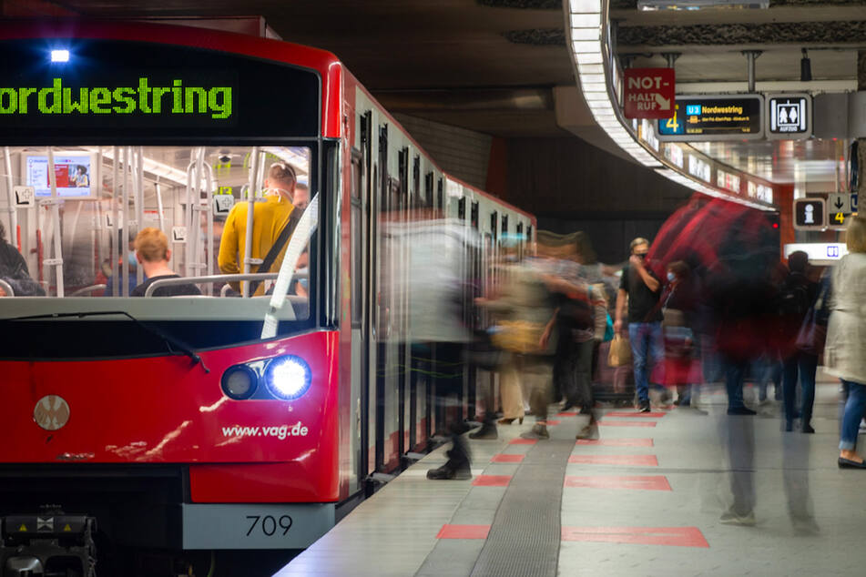Am Nürnberger Hauptbahnhof wurde ein Mann absichtlich vor die U-Bahn geschubst. (Symbolbild)