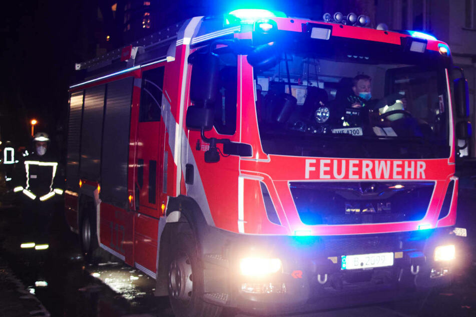 In der Nacht zu Mittwoch hat eine Person bei einem Wohnungsbrand in Berlin-Lichtenberg schwere Brandverletzungen erlitten. (Symbolfoto)