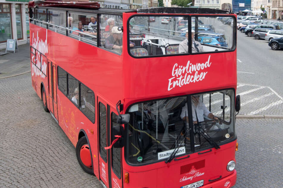 Hin-Gugger für Görliwood: Der rote Doppeldecker nimmt Filmfans mit auf eine Stadtrundfahrt zu den Drehorten bekannter Blockbuster. Jetzt gibt es zwei neue touristische Angebote für Cinéasten.