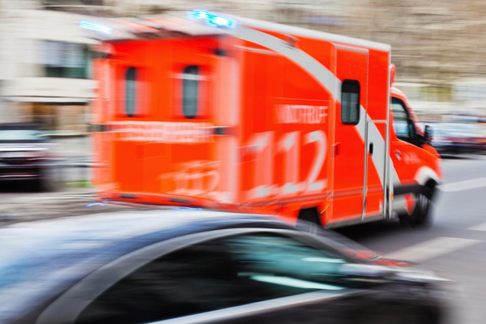 Tödlicher Unfall auf der A1: Autofahrer stirbt bei Crash mit Lkw