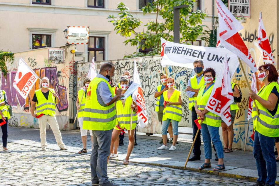 Mitarbeiter von Dental-Kosmetik protestierten an der Katharinenstraße für mehr Gehalt.