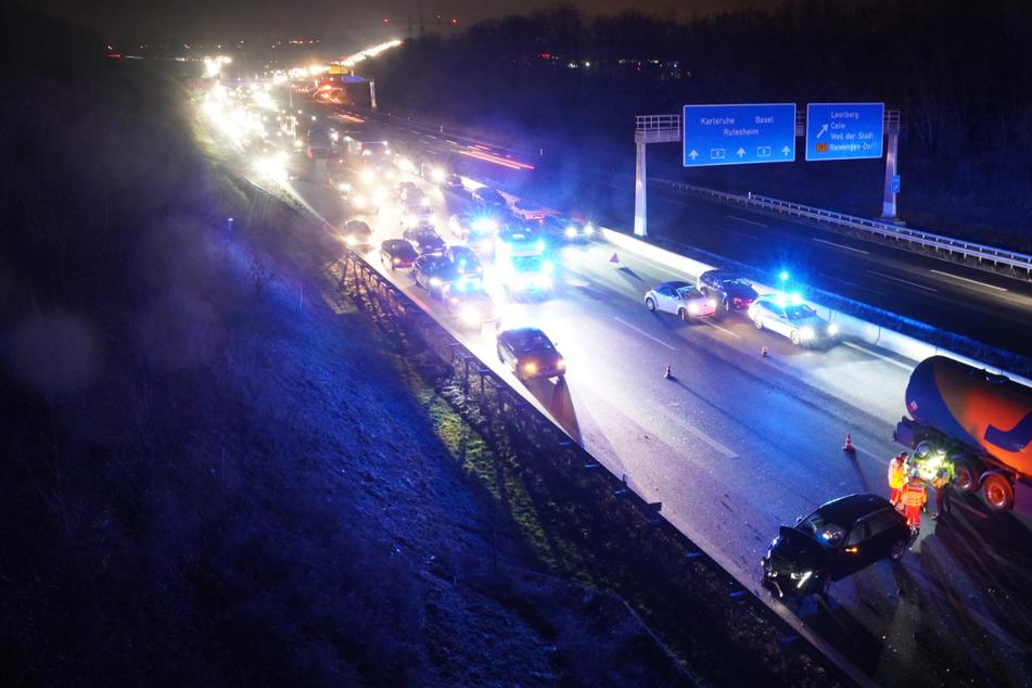 Nach dem Unfall staute sich der Verkehr.
