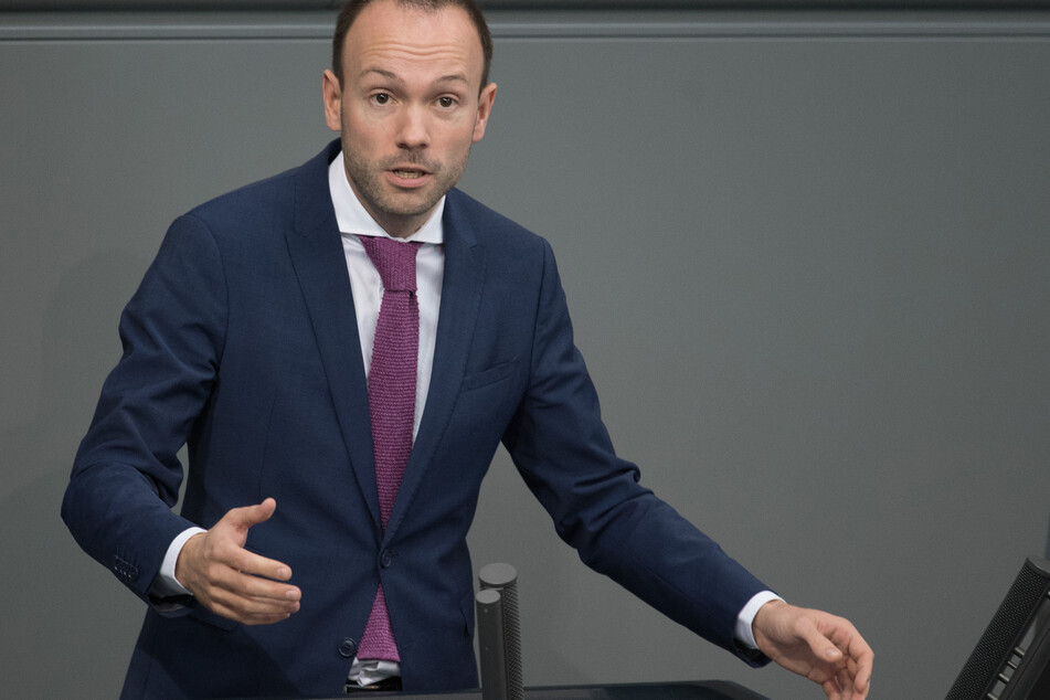 Nikolas Löbel (CDU) spricht bei der Plenarsitzung des Deutschen Bundestages.