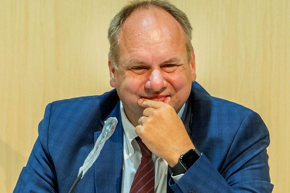 Über den Vorschlag von OB Dirk Hilbert (49, FDP) soll im April entschieden werden.