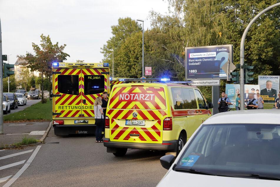 Mehrere Rettungswagen waren vor Ort: Der Fußgänger wurde schwer verletzt in ein Krankenhaus gebracht.