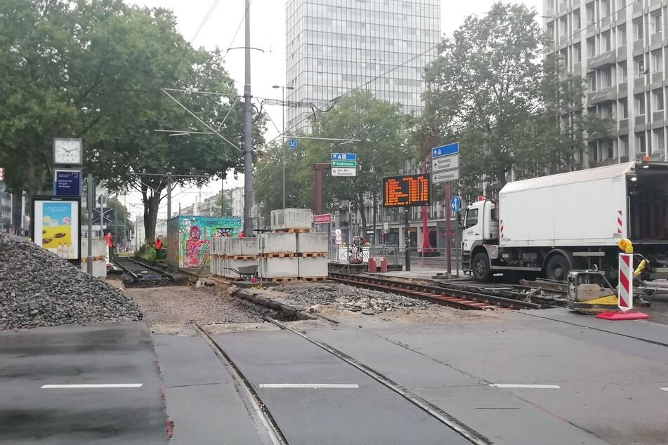 Am Barbarossaplatz in Köln sind am Montagmorgen mehrere Menschen von Pfeilen getroffen worden.