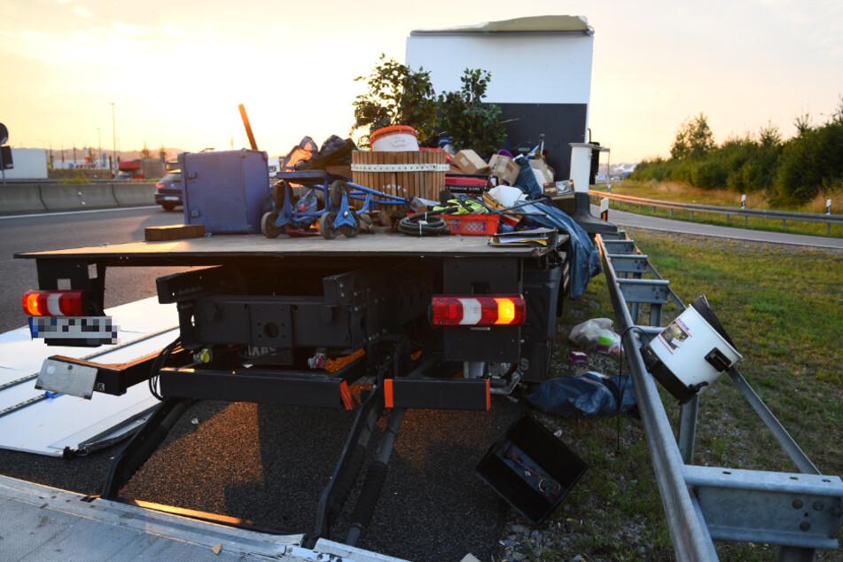 Crash auf der A6 zwischen Lkw und Sattelzug: Fahrspuren gesperrt
