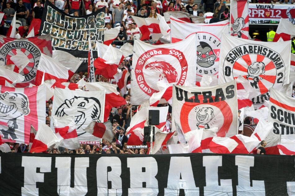 Die VfB-Ultras vom Schwabensturm Stuttgart 2002 bei einem Heimspiel in der Mercedes-Benz Arena.