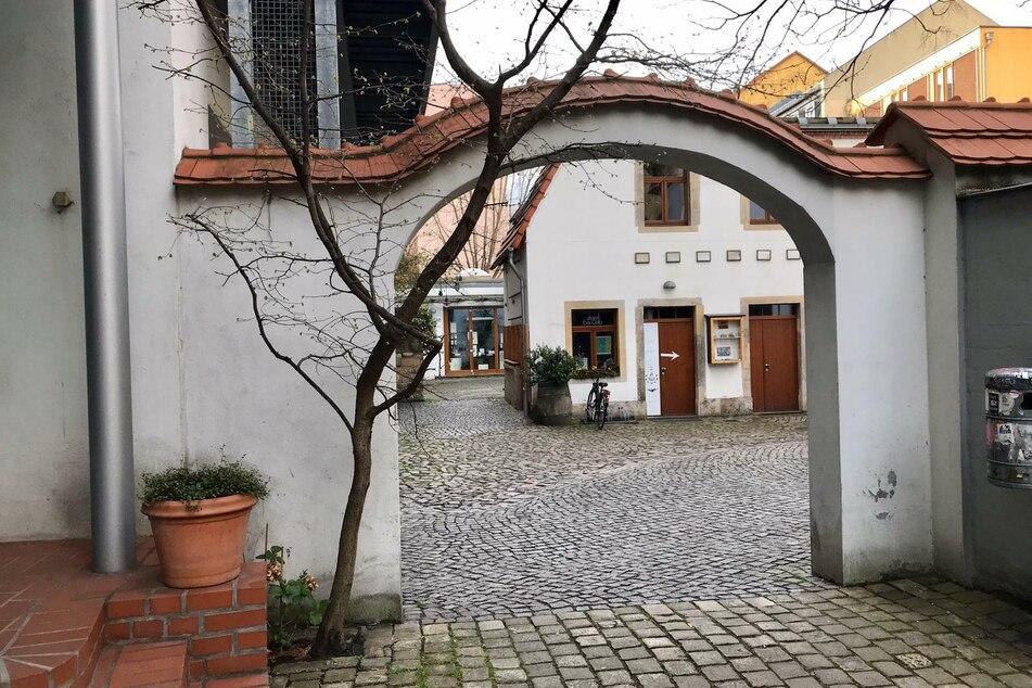 Menschenleer auch die Kunsthofpassage in der Neustadt.