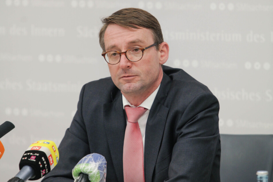 Will erst im Januar vom Korruptionsskandal bei der Polizei erfahren haben und hielt dann den Deckel drauf: Innenminister Roland Wöller (49, CDU).