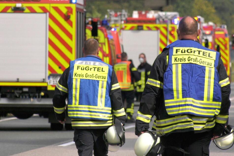 Die Feuerwehr war mit zahlreichen Einsatzkräften vor Ort. Die Vollsperrung dauerte am Dienstagnachmittag noch an.