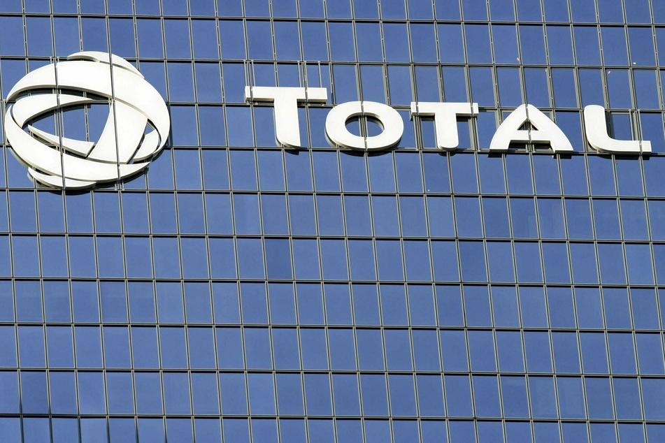 Hohe Abschreibungen infolge der Corona-Krise haben dem französischen Ölkonzern Total im zweiten Quartal einen Milliardenverlust eingebrockt.