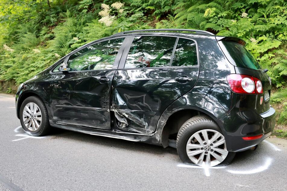 Der VW Golf war auf der linken Seite heftig verbeult.