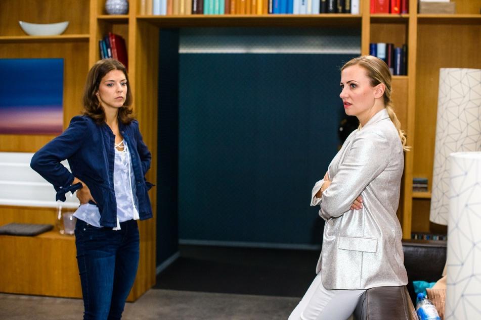 """Pauline (Maike-Johanna Reuter, l.), Isabelle (Ania Niedieck) bei einer Szene von """"Alles was zählt"""". (Archivbild)"""