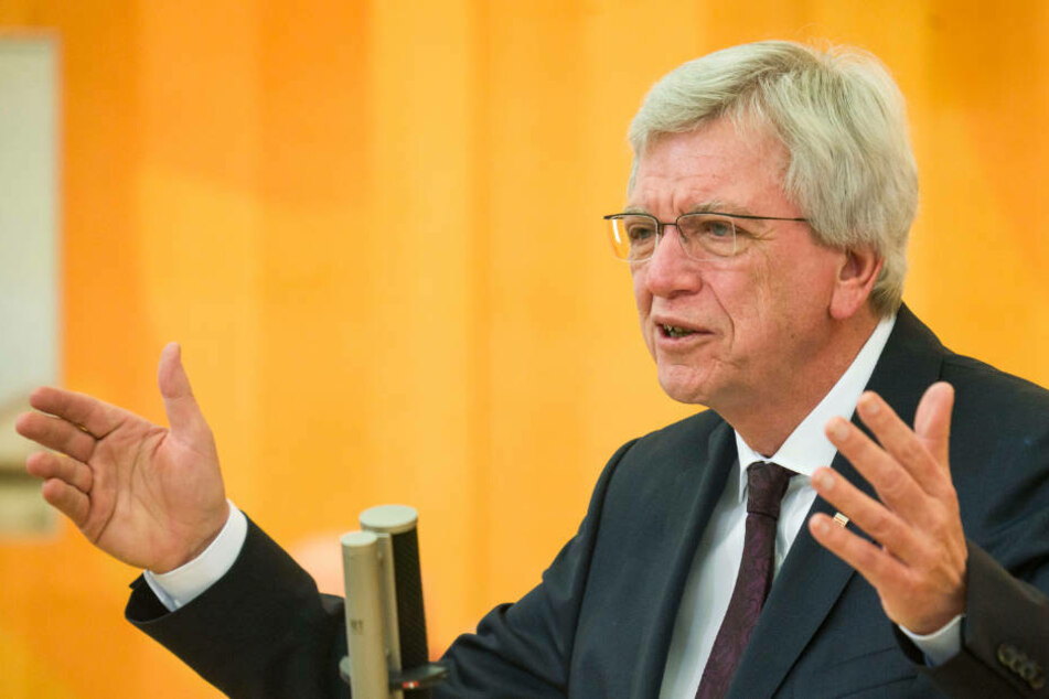 Hessens Ministerpräsident Volker Bouffier (69, CDU) stellte am Mittwoch den Stufenplan für die Corona-Öffnungen vor (Archivbild).