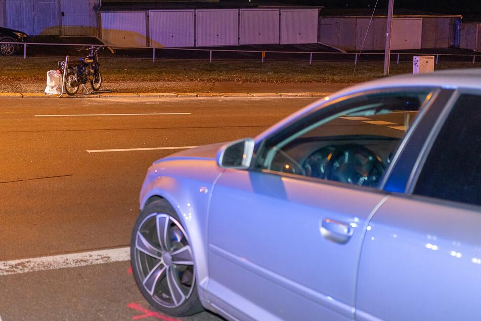 Ein Audi nahm dem Moped die Vorfahrt.