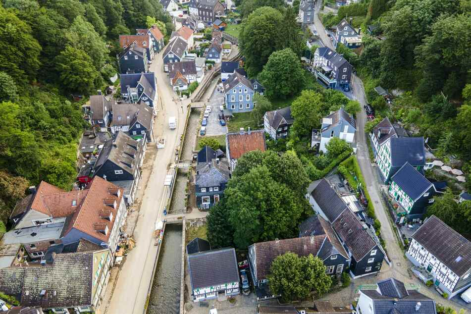 Der Solinger Ortsteil Unterburg wurde von den Wassermassen schwer beschädigt. Der Ort bleibt bis auf weiteres gesperrt.