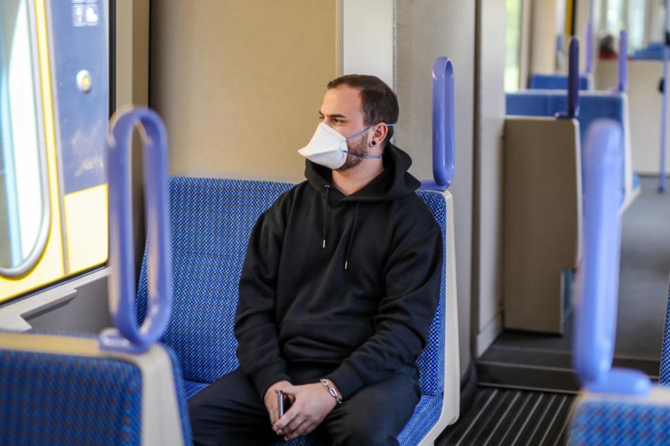 In Zügen herrscht eine Maskenpflicht.