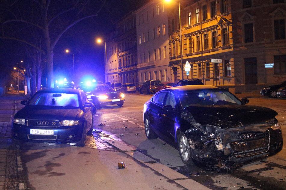 Rechts im Bild zu sehen: Der Audi des 44-Jährigen. Linker Hand befindet sich der Audi A4, den der Mann zuerst weggerammt hatte.