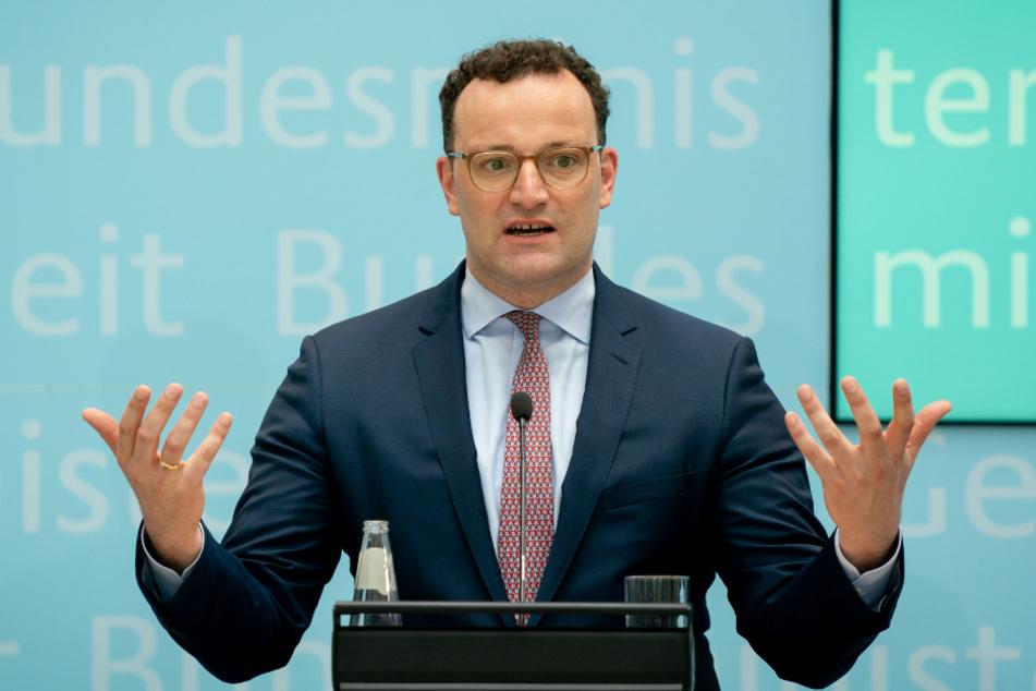 Jens Spahn (CDU), Bundesminister für Gesundheit, gibt in seinem Ministerium eine Pressekonferenz.