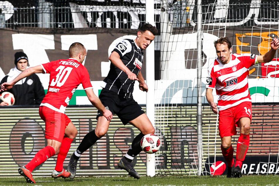 Petar Sliskovic (M.) entwickelte sich in den letzten Jahren immer mehr zum Wandervogel. Türkgücü ist bereits sein zehnter Klub im Männerbereich.