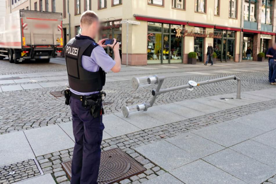 Unfall im Chemnitzer Zentrum: Lkw fährt Laterne um