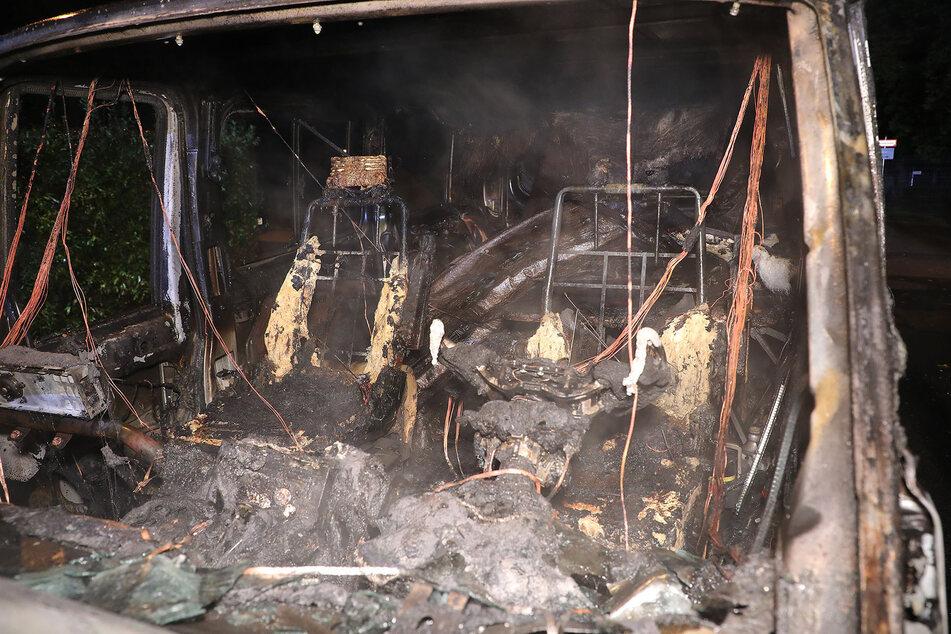 Der Ford Transit brannte vollständig aus.