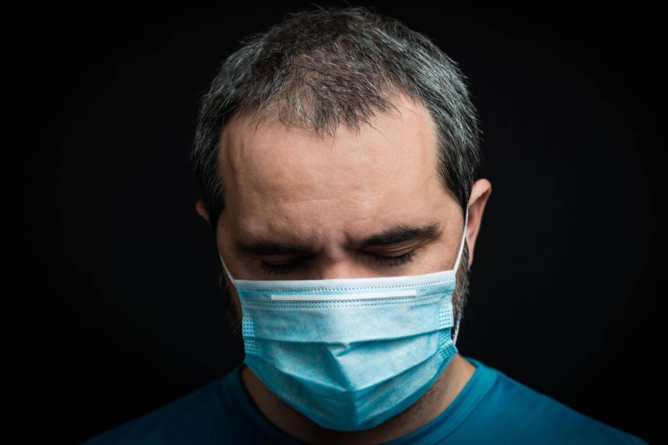 Weil das Coronavirus noch relativ neu ist, weiß man noch nicht viel über die Langzeitwirkungen. Deshalb fehlen auch klare Behandlungsmöglichkeiten. (Symbolbild)
