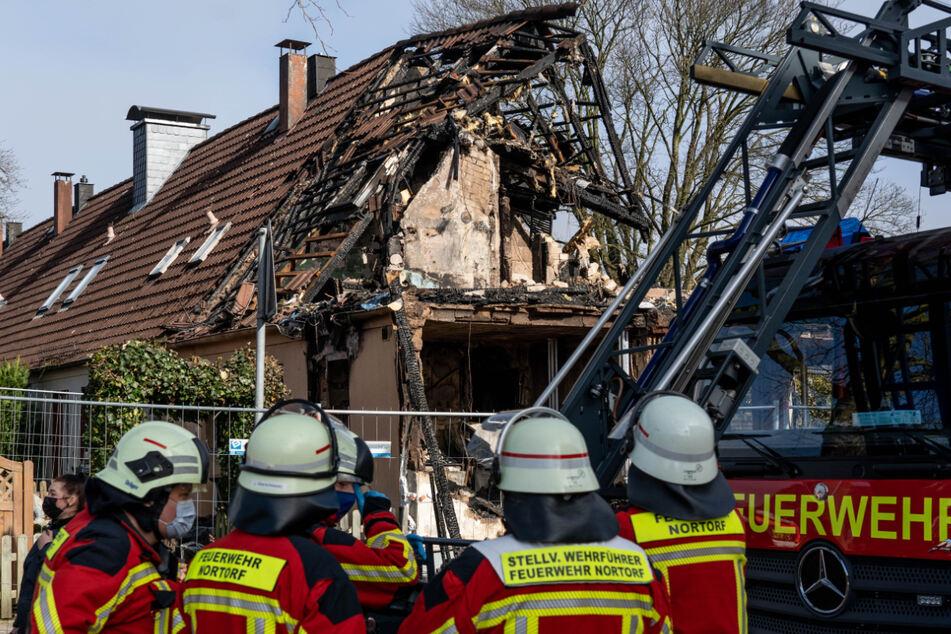 Nach Explosion in Reihenhaus: Suche nach Vermisster geht weiter