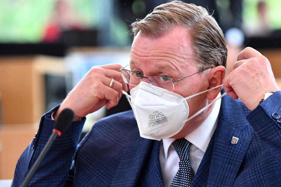 Die Corona-Regeln werden über Weihnachten nicht gelockert. Darauf hat sich Thüringens Ministerpräsident Bodo Ramelow und die rot-rot-grüne Minderheitsregierung verständigt.