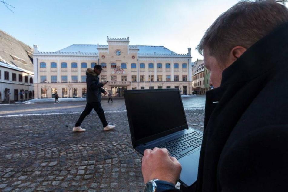 640 Computer-Attacken: Hacker-Großangriff auf Sachsen