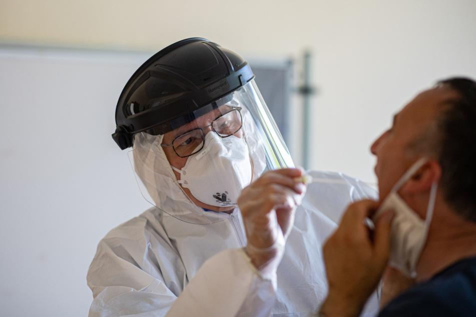 Wegen des derzeit bundesweit größten lokalen Coronavirus-Ausbruch in der Fleischfabrik von Tönnies im ostwestfälischen Kreis Gütersloh, sollen nun auch die Beschäftigten von Tönnies in Weißenfels getestet werden.