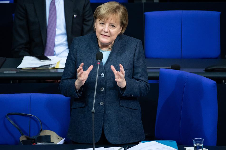 """Bundeskanzlerin Merkel (CDU) hofft, dass mit genügend Impfungen schnellstmöglich eine """"Herdenimmunität"""" entsteht."""