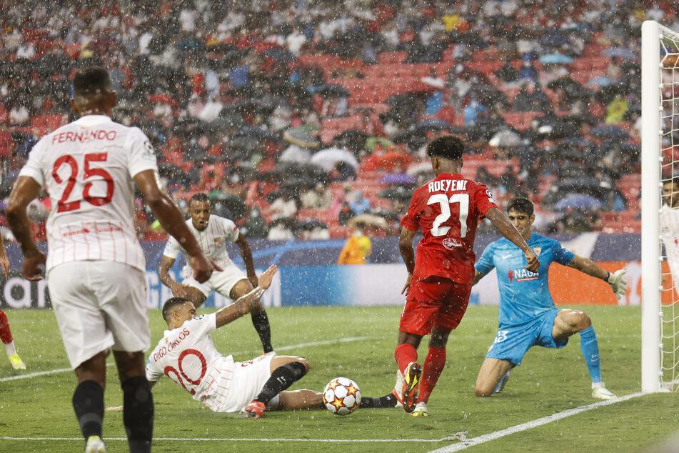 Der neue DFB-Kicker Karim Adeyemi (19, 2.v.r.) war stets an den heißen Situationen beteiligt. Ein Tor blieb ihm dennoch verwehrt.