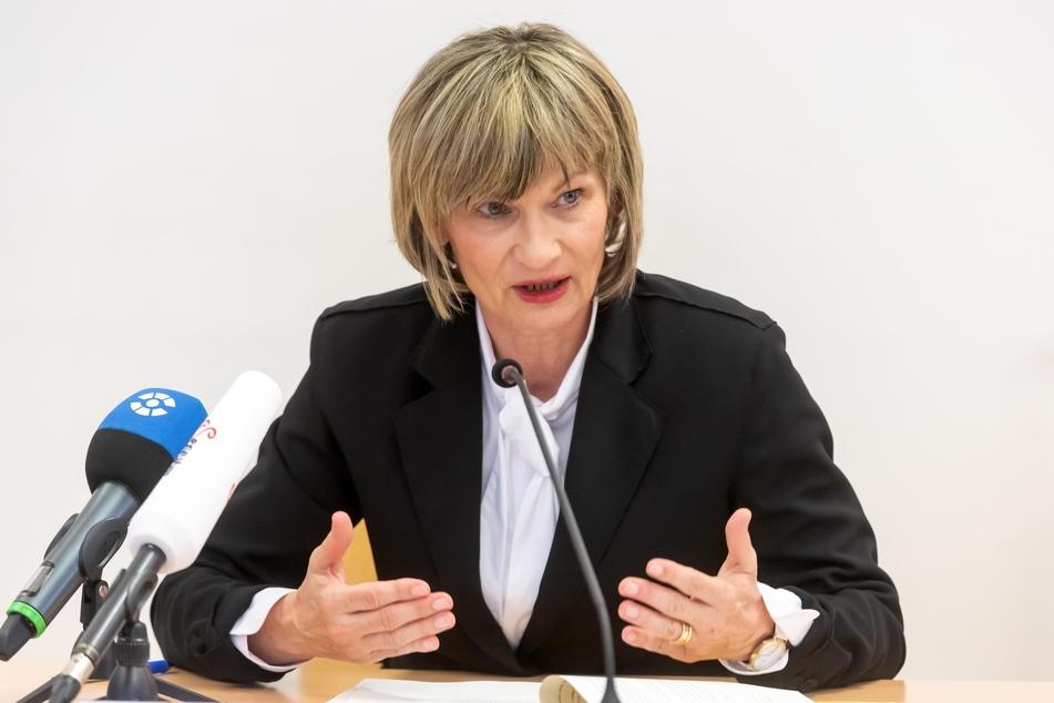 OB Barbara Ludwig (58, SPD) kündigte am Dienstag an, dass die Bürgerämter, der Tierpark und die Stadtbibliothek wieder öffnen werden.