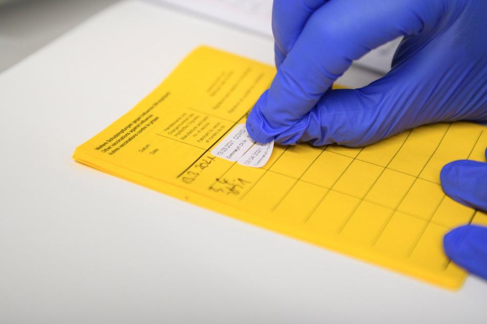 Ein klassischer ausgedruckter Impfpass ist Standard. Der digitale Impfpass soll zusätzlich kommen.