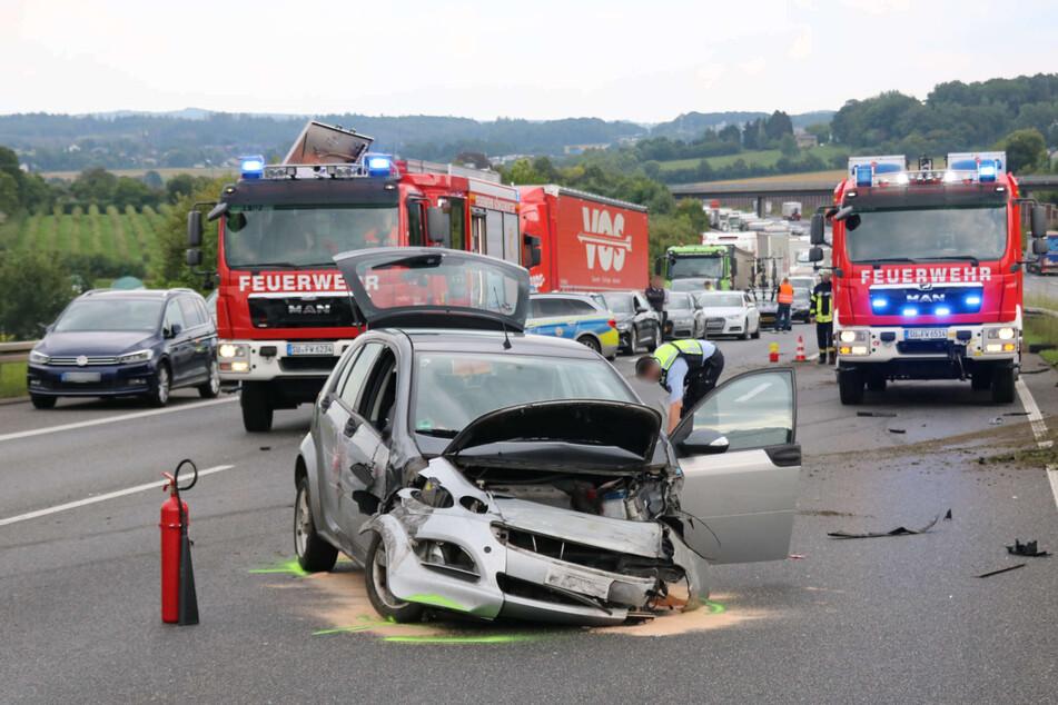 Der Smart des 63-Jährigen war nach dem Unfall am Montagnachmittag auf der A3 bei Königswinter völlig demoliert.