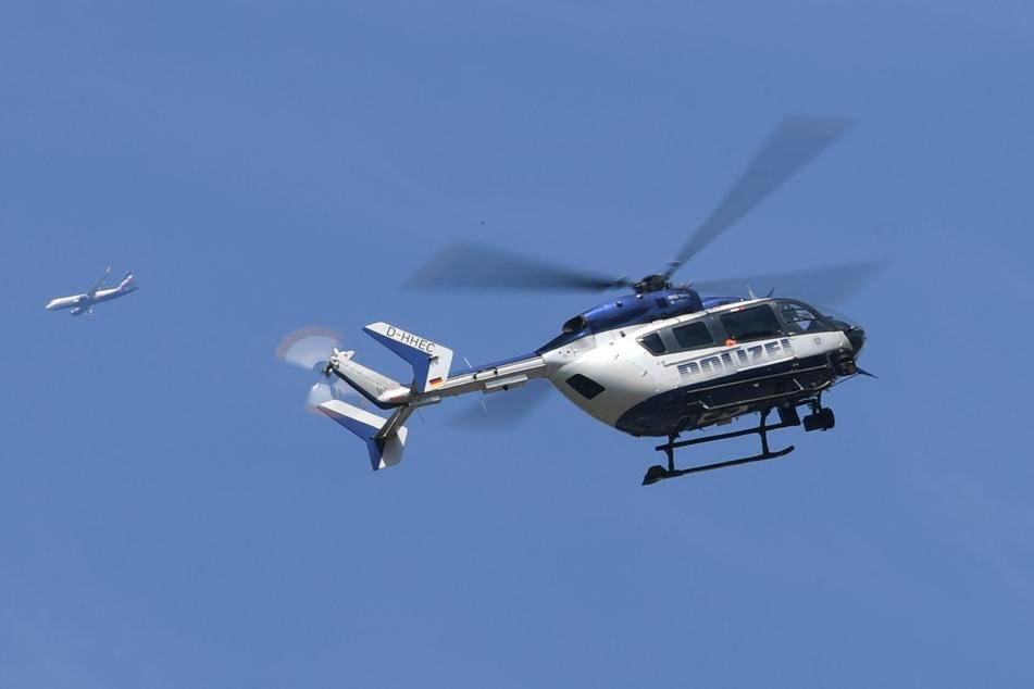 Hubschrauber der Polizei überflogen Berliner Parks. (Symbolbild)