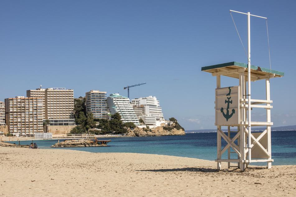 Ein leerer Strand auf Mallorca.