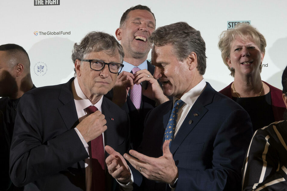 Bill Gates (l.) says that he is ready to focus on his charities instead of on Microsoft, stepping down from leading the company he founded in 1975. (Archive image.)