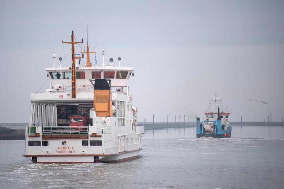 """Die Fähre """"MS Frisia I"""" verlässt den Hafen auf dem Weg nach Norderney."""