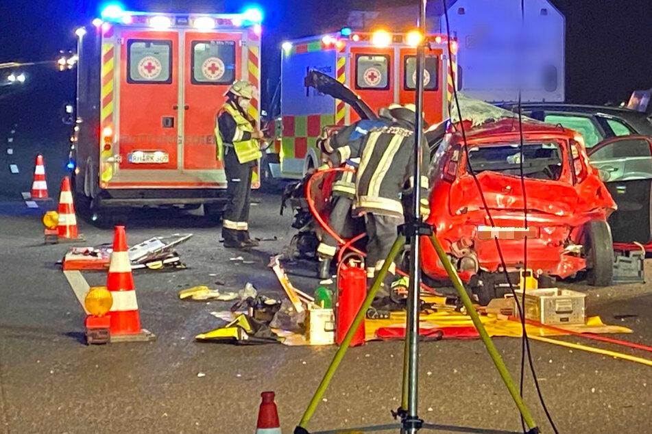 Heftiger Unfall! Audi kracht auf A6 in Fiat, zwei Menschen bei Crash verletzt