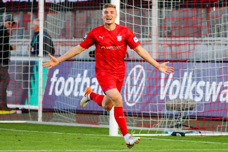 Das Trikot bleibt rot! Elias Huth kehrte nach seiner Leihe vom FSV Zwickau zum 1. FC Kaiserslautern zurück und soll sich dort genauso treffsicher zeigen wie bei den Schwänen.