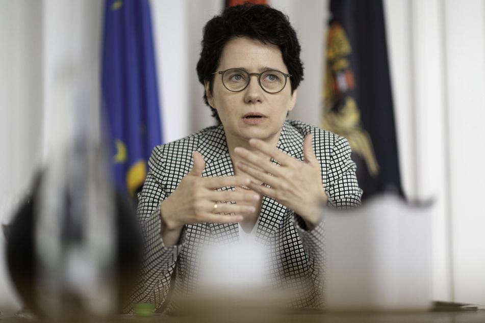 Die neue Justizministerin von Baden-Württemberg, Marion Gentges (50, CDU), nimmt an einem Gespräch mit der Deutschen Presse-Agentur teil. Sie ist gegen Videoübertragungen aus Gerichtssälen, zumindest bei Strafprozessen.