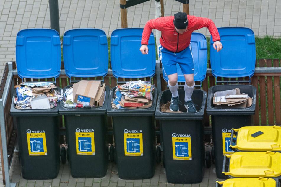 Mülltonnen-Sport ist durchaus noch erlaubt und trägt womöglich sogar zur Gesundheit bei.