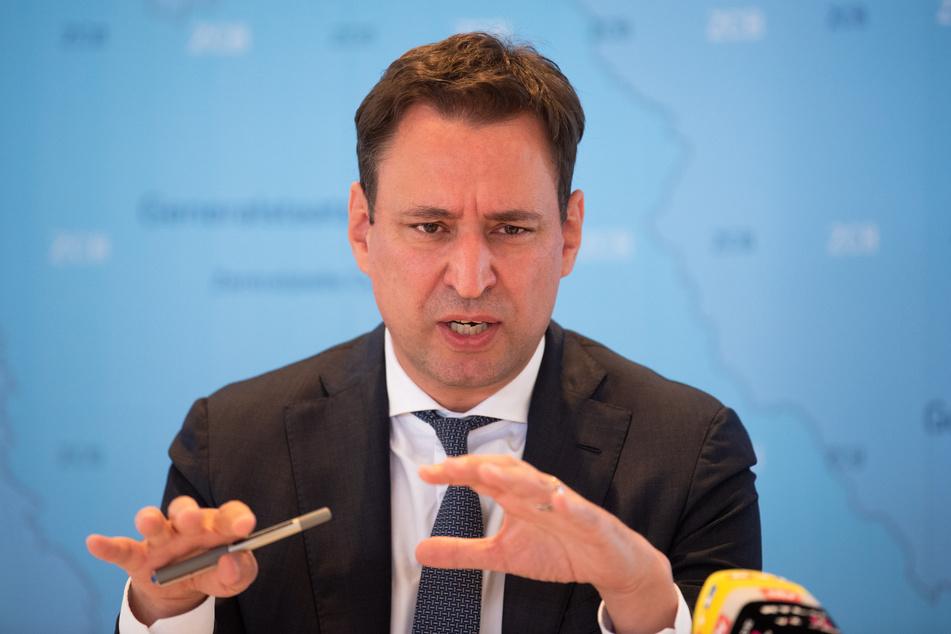 """Bayerns Justizminister Georg Eisenreich (50, CSU) sieht die bayerische Justiz im Kampf gegen Betrug mit Corona-Soforthilfen """"gut aufgestellt""""."""