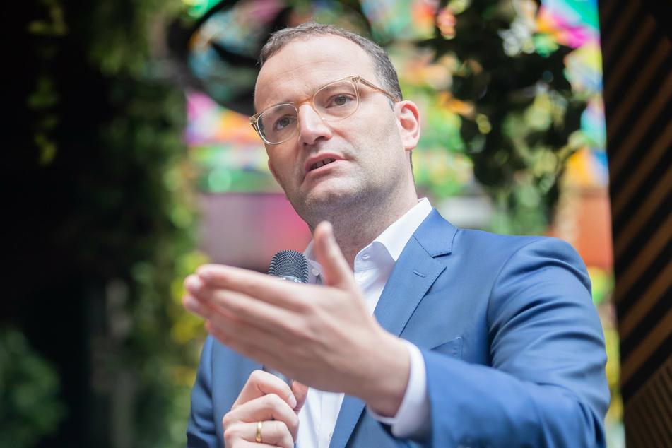 Jens Spahn (41, CDU), Bundesminister für Gesundheit, macht deutlich, dass Corona-Schnelltests demnächst etwas kosten werden.